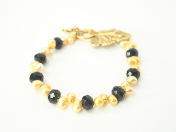 Black & Gold Freshwater Pearl Bracelet w/ Leaf Clasp