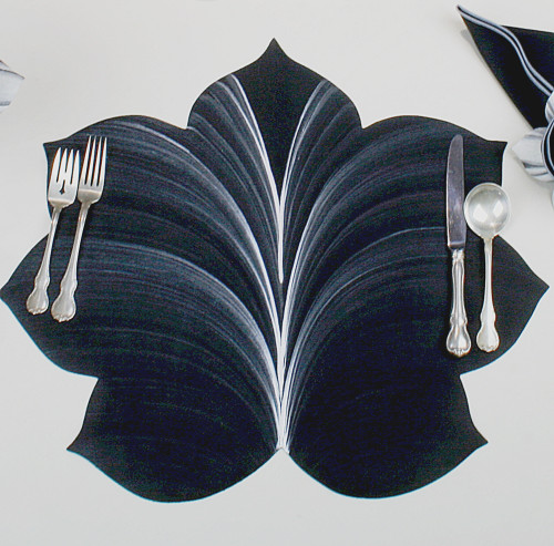 7 Point Fountain Leaf - Black with Silver Highlights