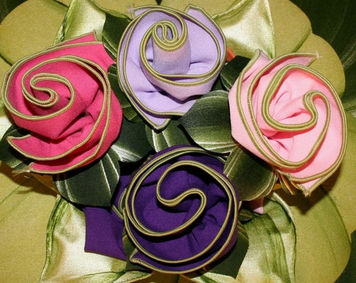 Set of 4 Very Sweet Pretties! Easy-care Napkins with hand-painted Leafy Rings.