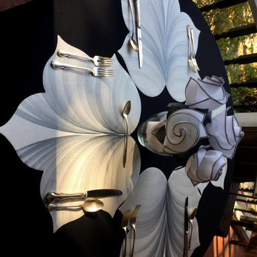 4 white/silver Interlocking Leaf placemats create this stunning  centerpiece or setting for 4, centered with the Napkin Bouquet for 4, easy-care and gorgeous in white/black (2 napkins)  and black/grey (2 napkins).
