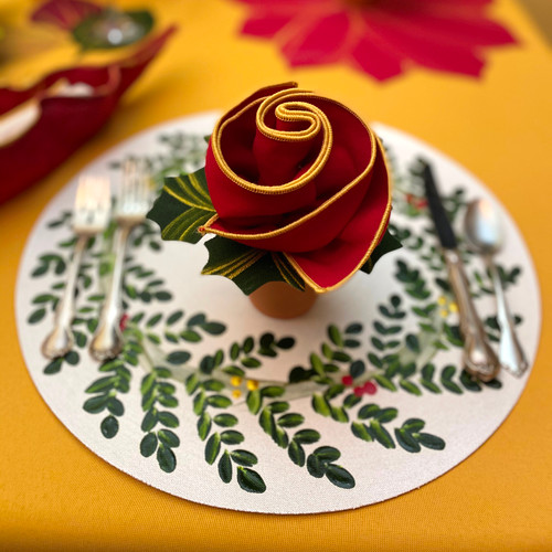 Wreath-on-Round & Hollyberry Napkin Set