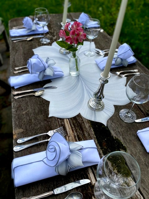 Rustic or elegant table set for 6 includes two interlocking leaf placemats in white/silver, with coordinating napkins and rings in white/silver. Simply stunning for a rustic or fancy dinner party or event. For weddings, call us for party pricing!