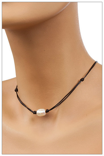 Single OVAL Pearl Leather Choker Necklace