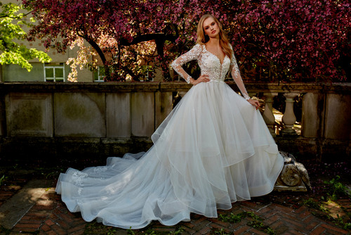 Eve of Milady Bridals 0137221
