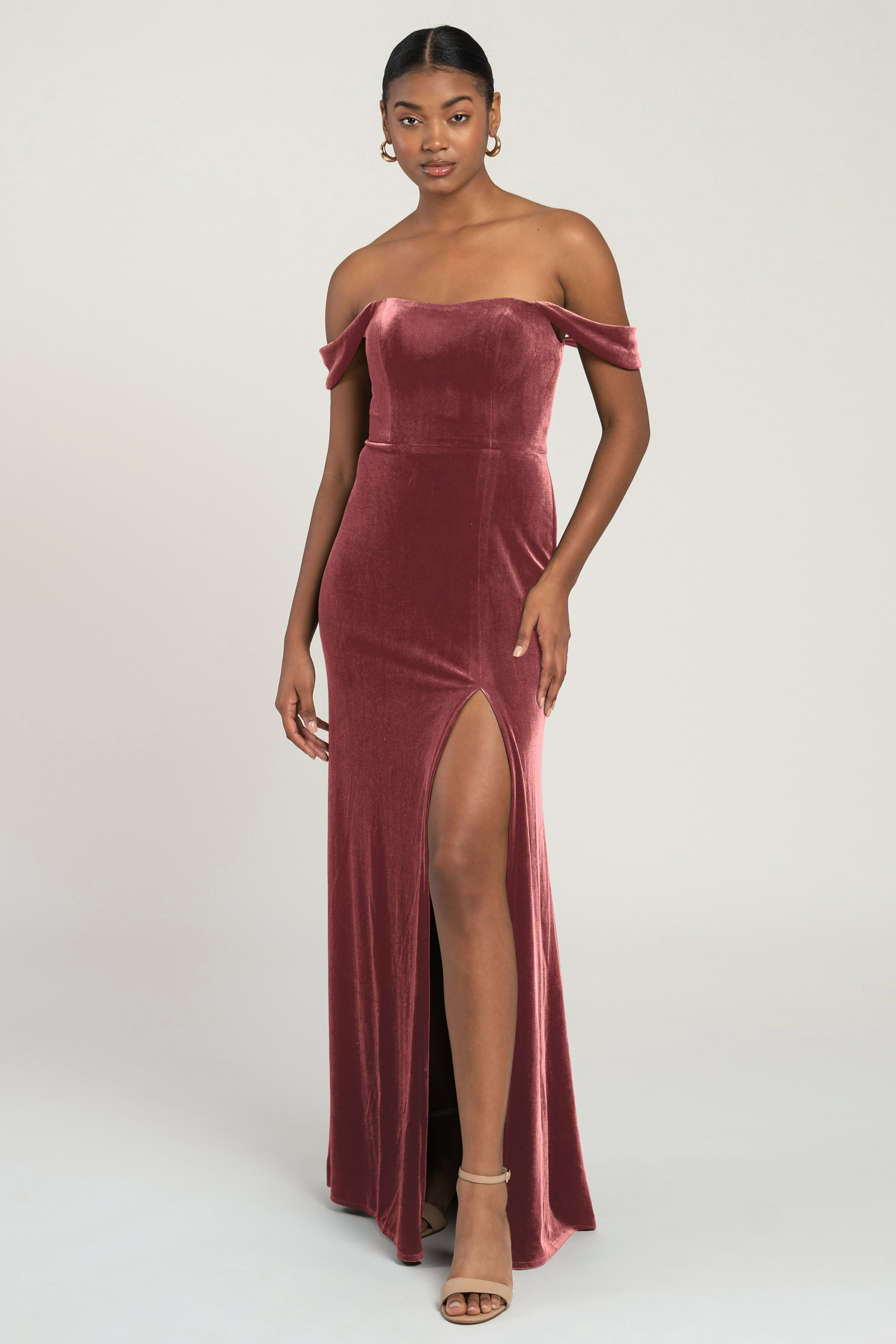 The Issa velvet off the shoulder bridesmaid dress is an elegant addition to any bridal party. The wide scoop neck leads into a flattering draped sleeve that highlights your shoulders beautifully.