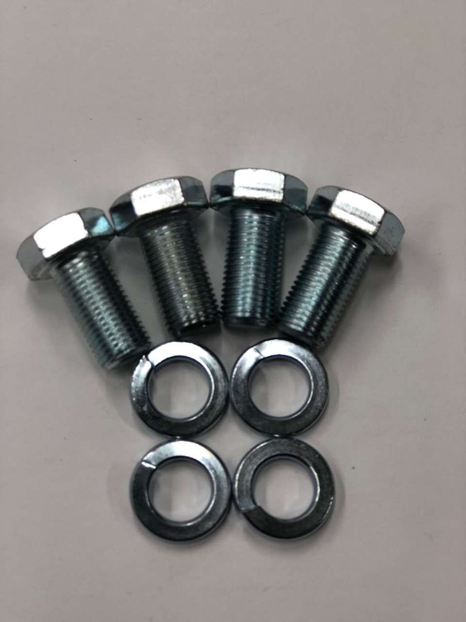 4 Cylinder Bolts
