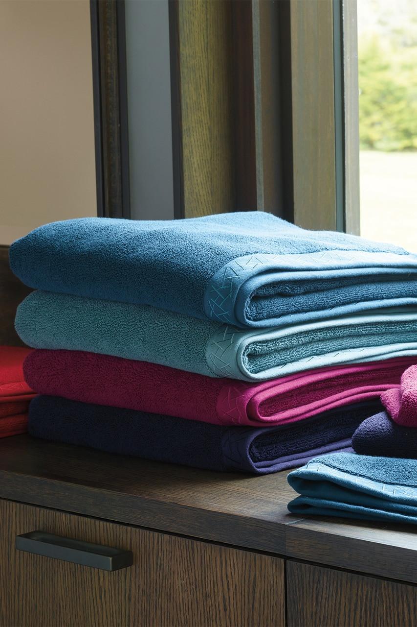 Natori 5030 Fretwork Hand Towel-Imperial Red