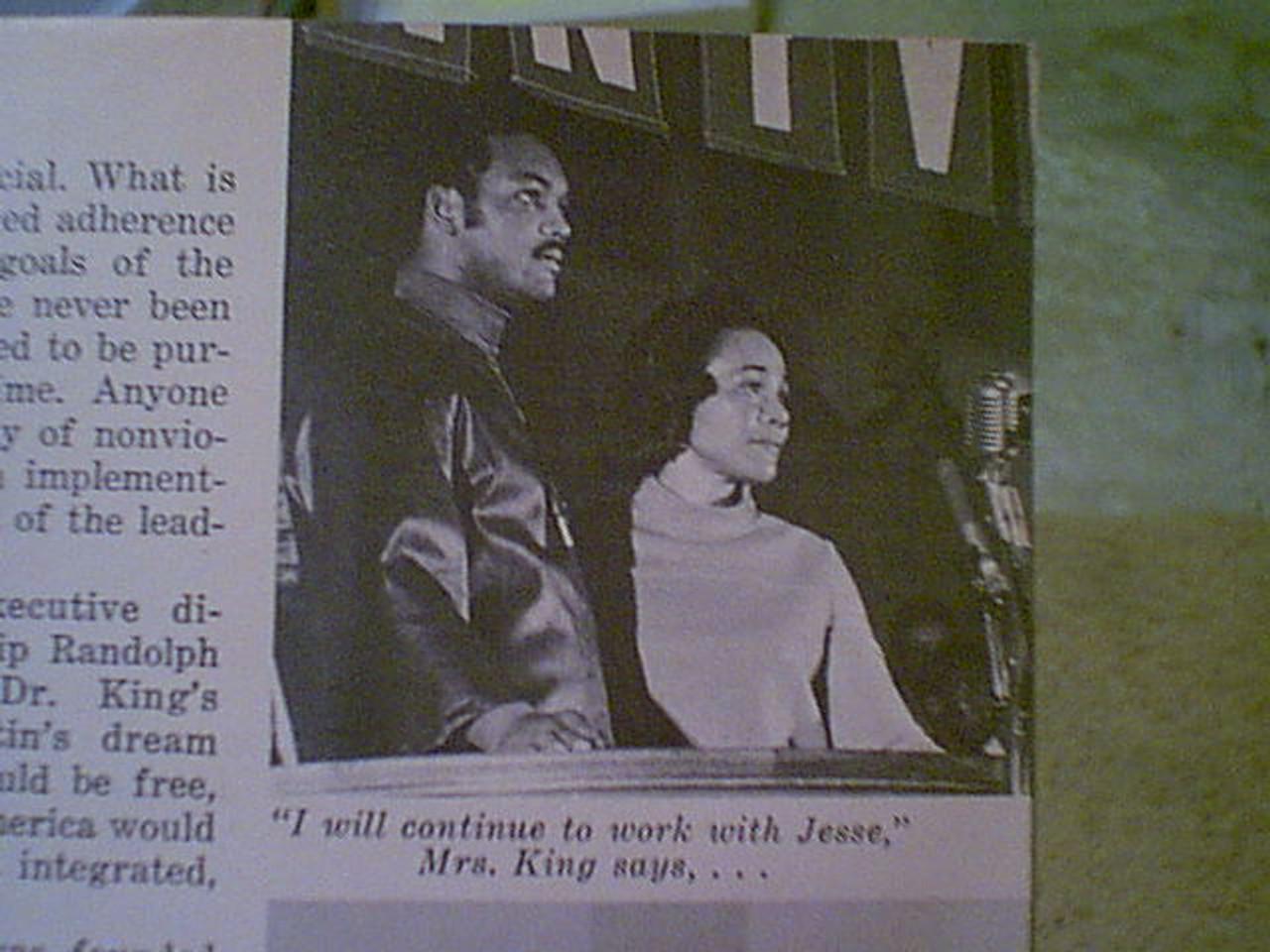 Jackson, Jesse Jet Magazine 1972 Signed Autograph Cover Color Photo
