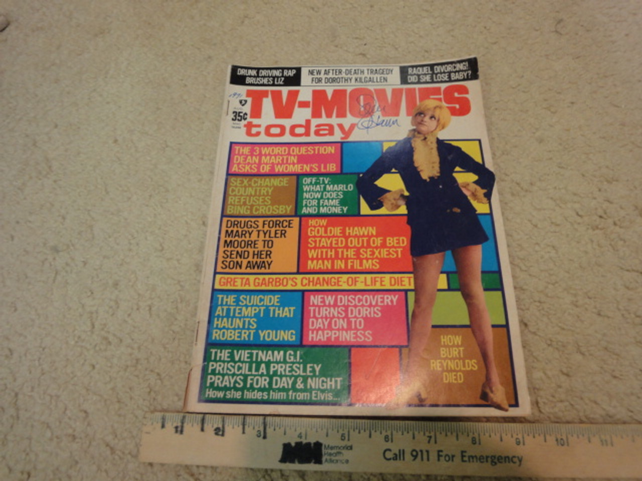 """Hawn Goldie """"TV-Movies Today"""" Magazine 1971 Signed Autograph Color Cover Photo"""