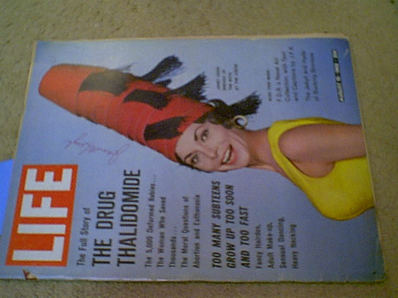 Leigh, Janet Life Magazine 1962 Signed Autograph Cover Color Photo