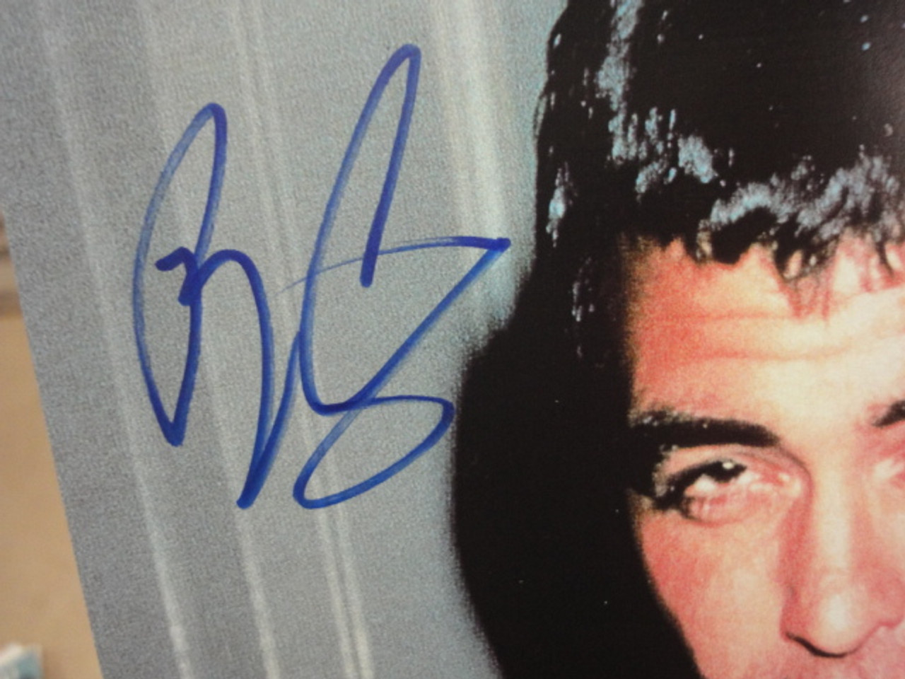 """Clooney, George Color Photo Signed Autograph """"From Dusk Till Dawn"""" Movie Scene"""