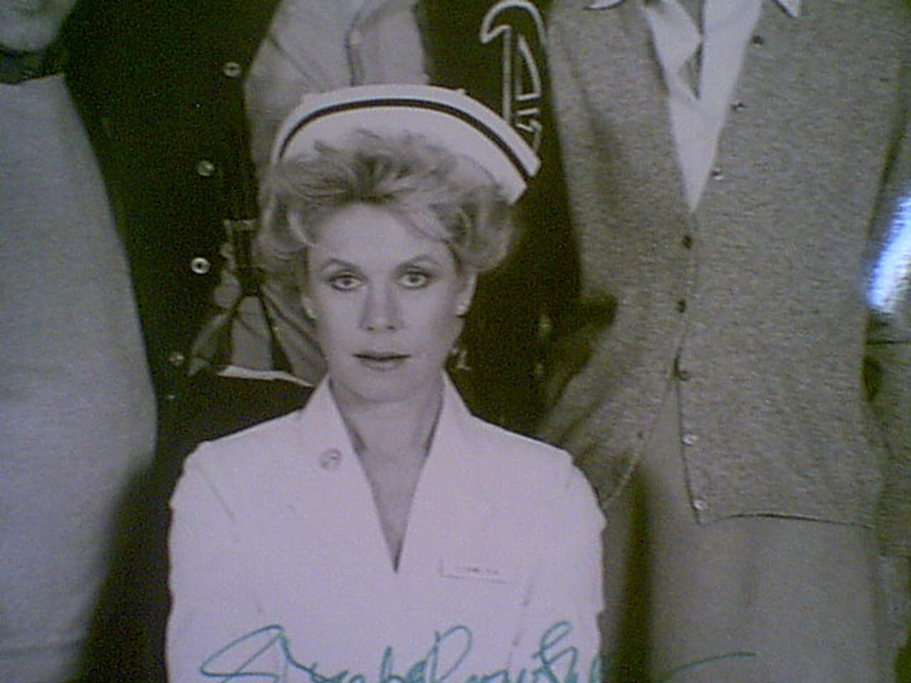 "Douglas, Kirk & Elizabeth Montgomery ""Amos"" 1986 Photo Signed Autograph With Byline"