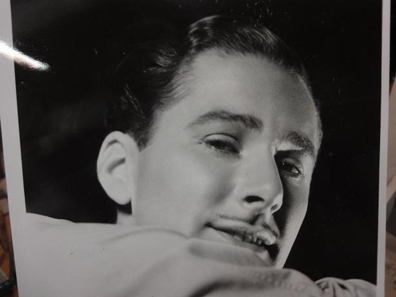 Flynn, Errol Early Photo Signed Autograph