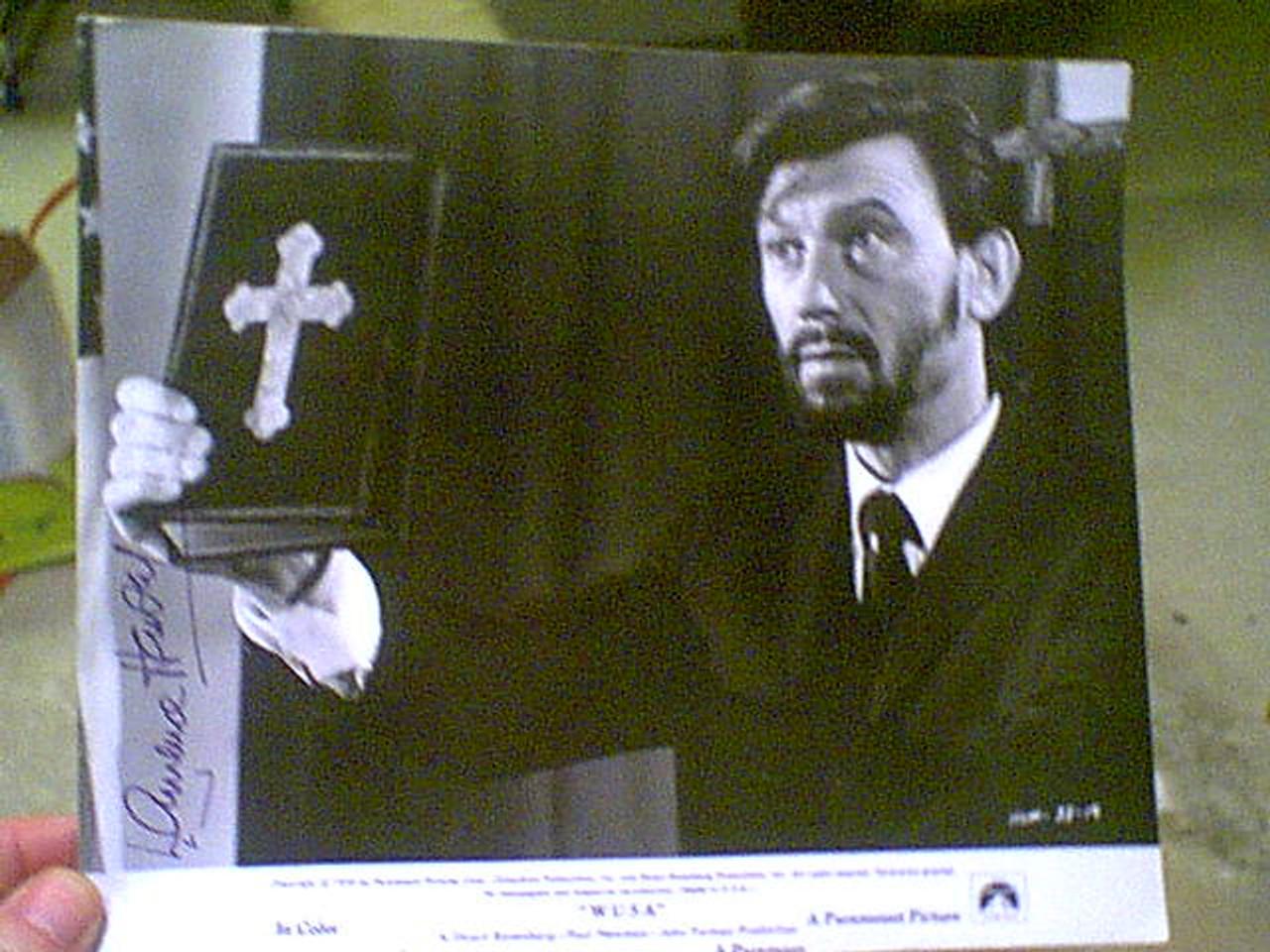 "Harvey, Laurence 1970 Photo ""Wusa"" Signed Autograph Movie Scene"