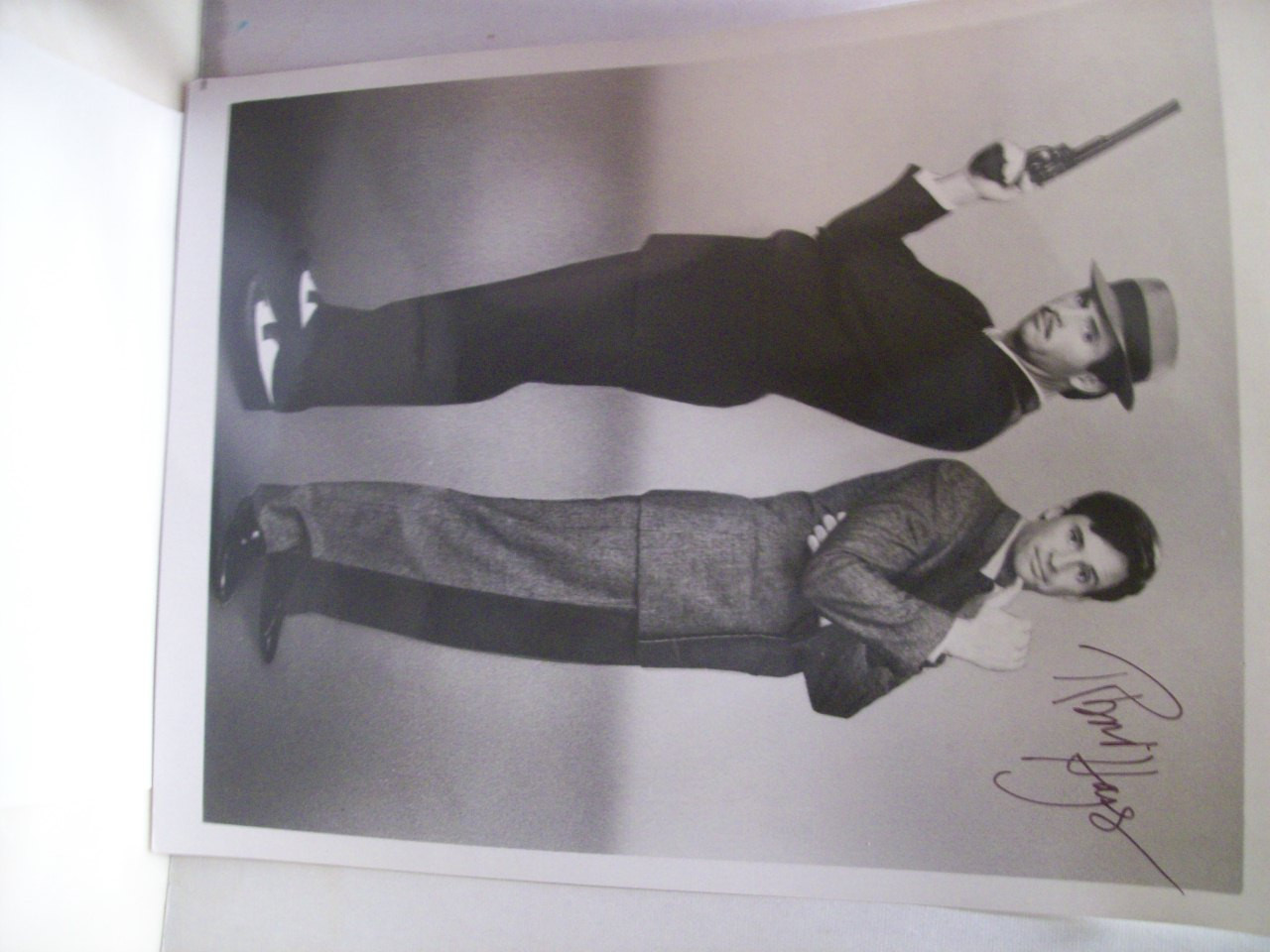 Hays, Robert Photo Signed Autograph Murder By The Book 1987