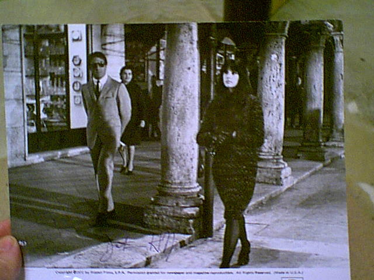 "Hoffman, Dustin 1972 Photo ""Alfredo Alfredo"" Signed Autograph Movie Scene"