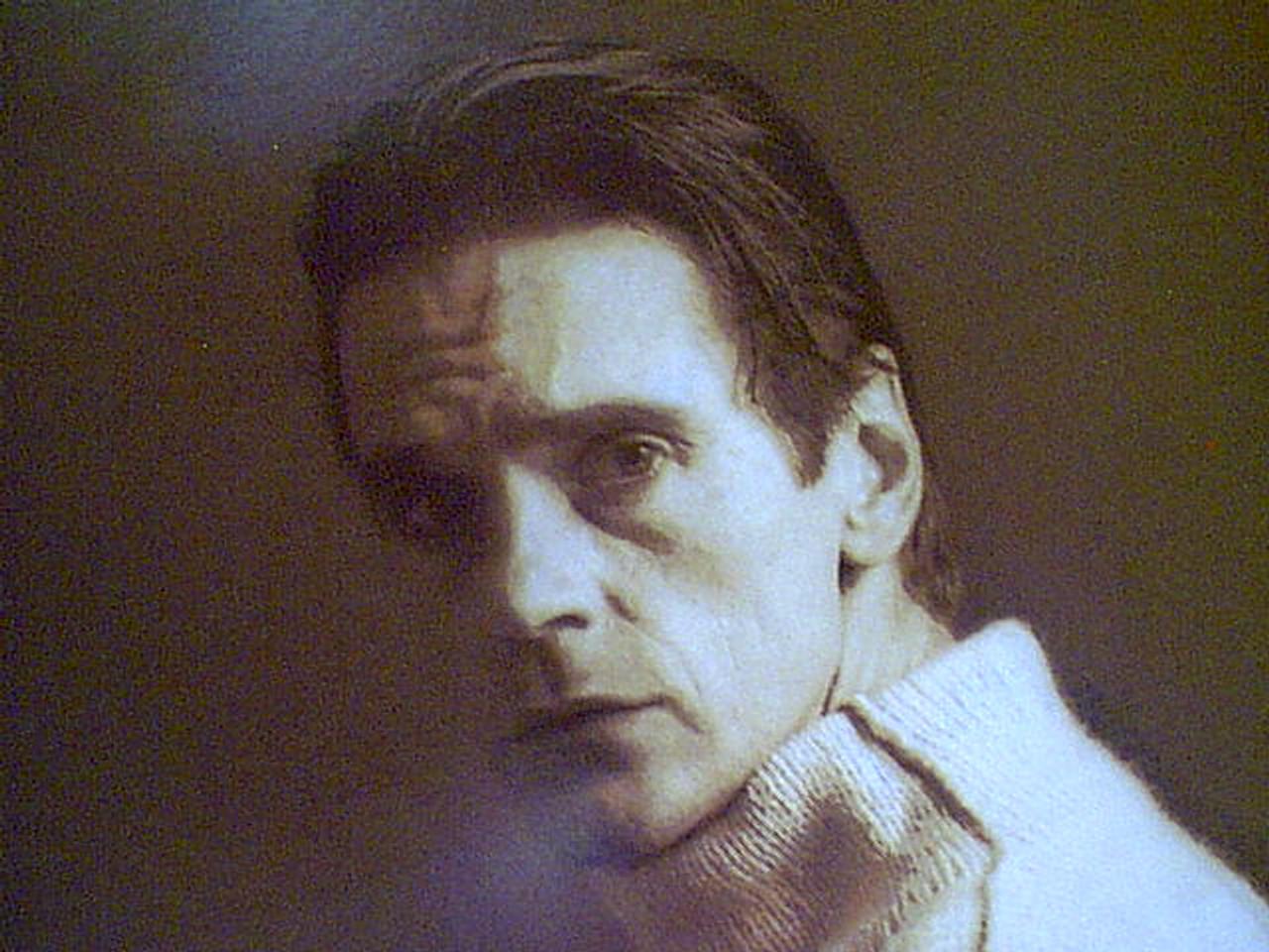 Irons, Jeremy Color Photo Signed Autograph