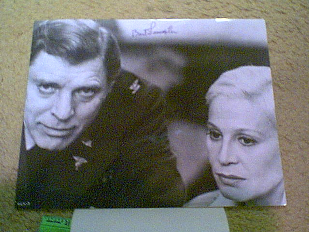 """Lancaster, Burt Photo Signed Autograph """"The Cassandra Crossing"""" 1976 With Byline"""