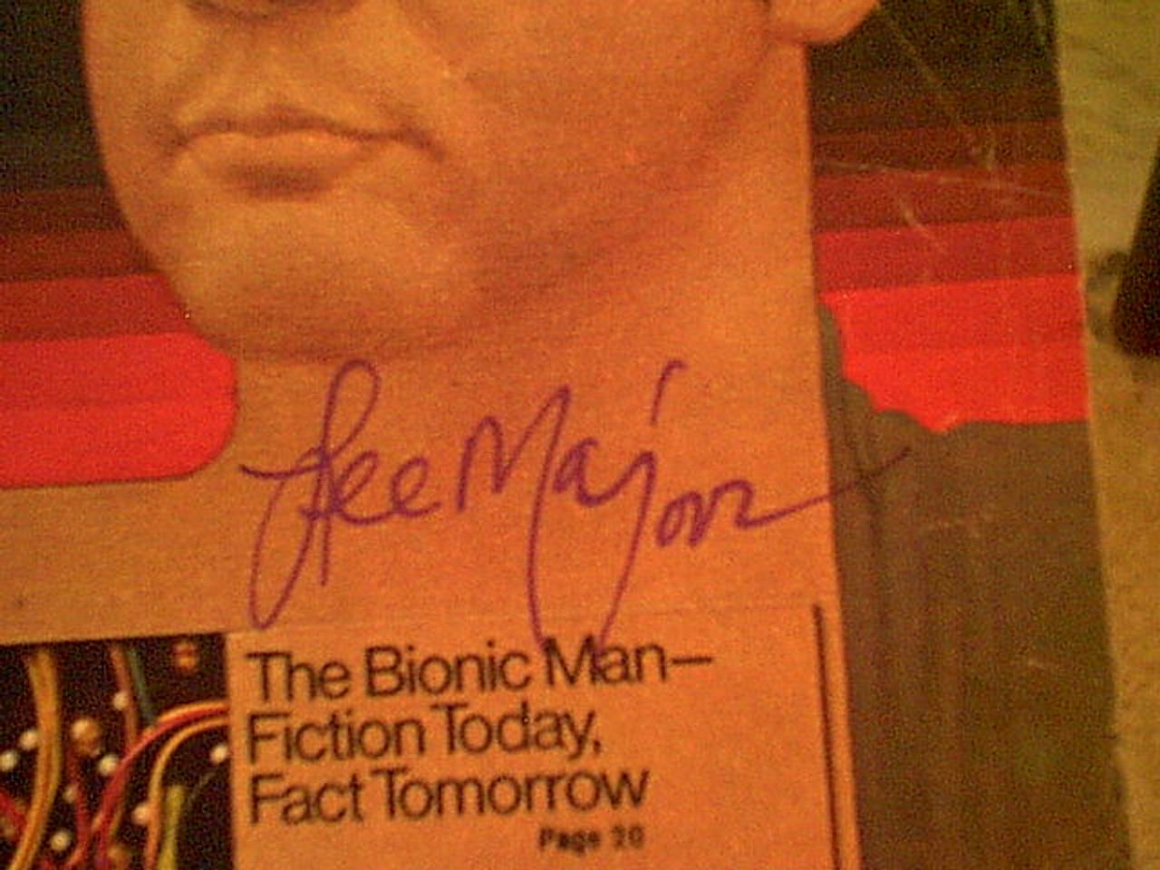 "Majors, Lee 1976 TV Guide Signed Autograph ""Six Million Dollar Man"" Color Cover"
