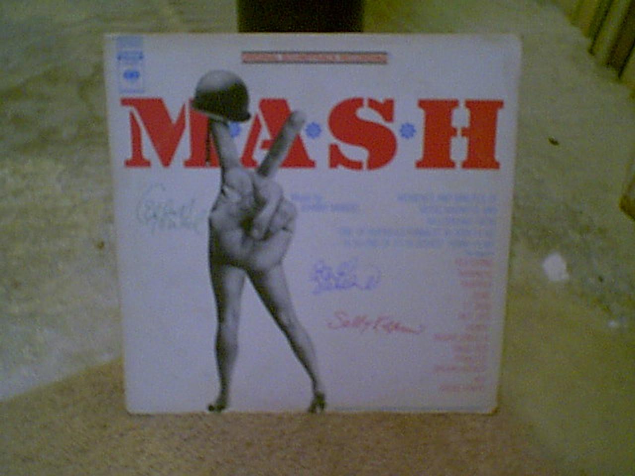 MASH M.A.S.H. Elliott Gould Donald Sutherland Sally Kellerman 1970 LP Signed Autograph Photos