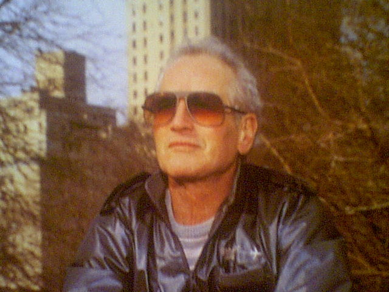 Newman, Paul Color Photo Signed Autograph