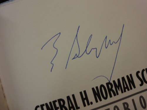 """Schwarzkopf Norman General """"It Doesn't Take A Hero"""" 1992 Book Signed Autograph Photos Persian Gulf War"""