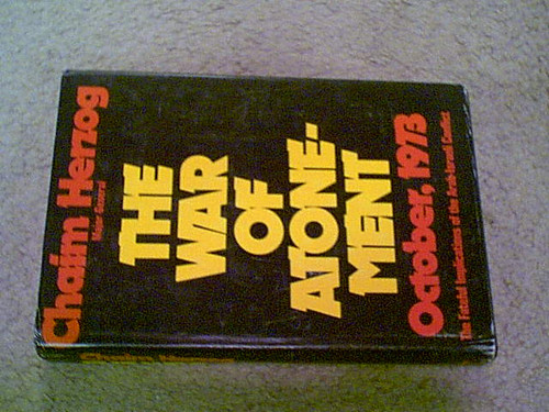 """Herzog, Chaim """"The War Of Atonement-October 1973"""" Book 1975 Signed Autograph Israel"""