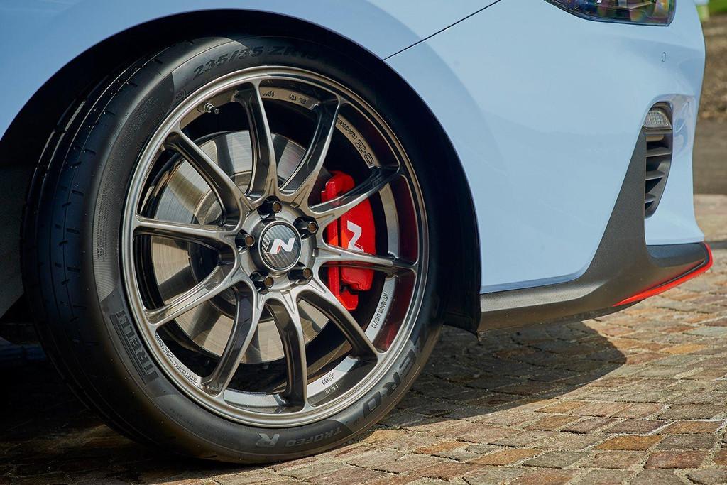 "N Performance 19"" OZ Racing Wheel Kit - Part no. HYS0400ADB09NK"