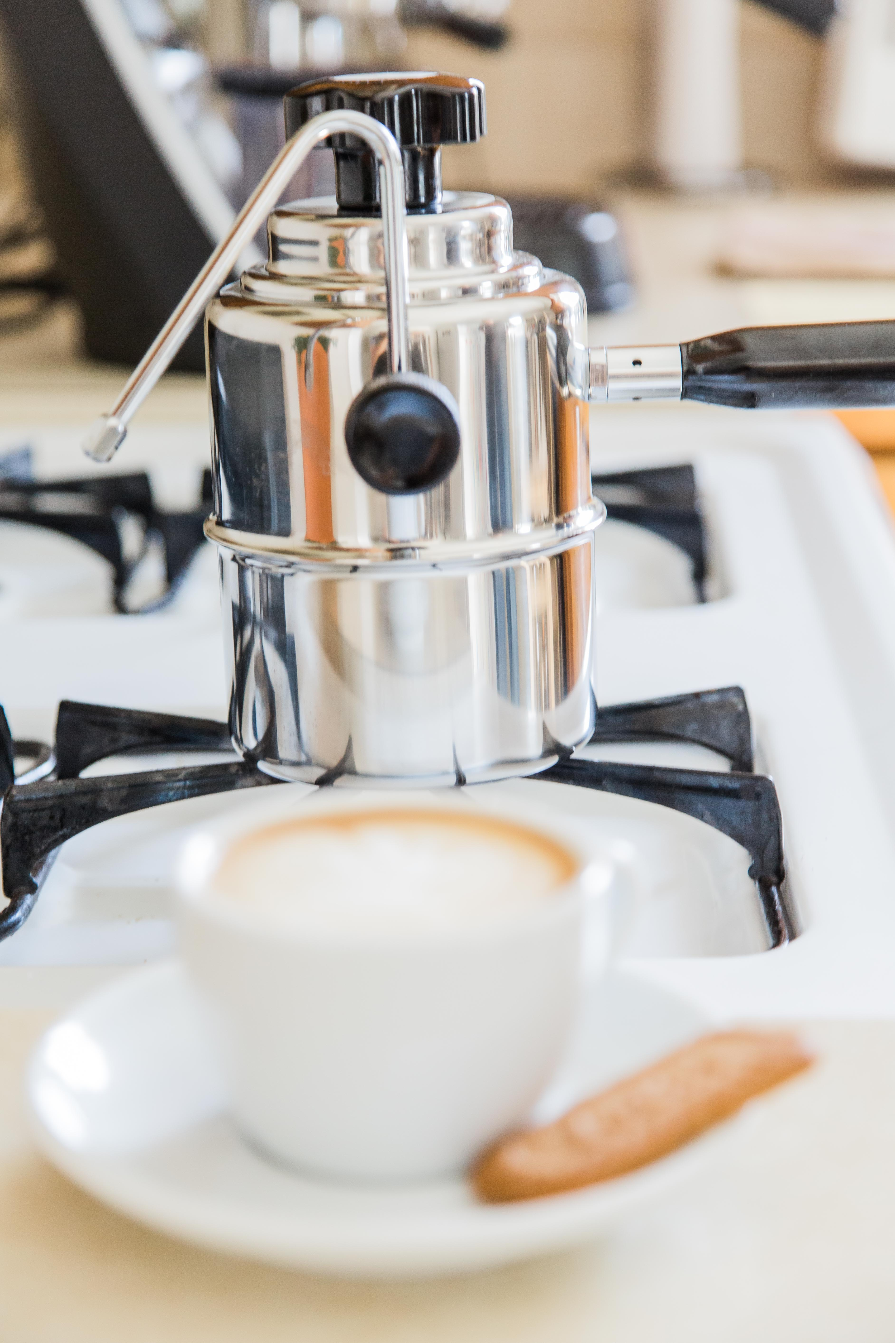 Sit back and enjoy an excellent latte at home thanks to the Bellman stovetop steamer.