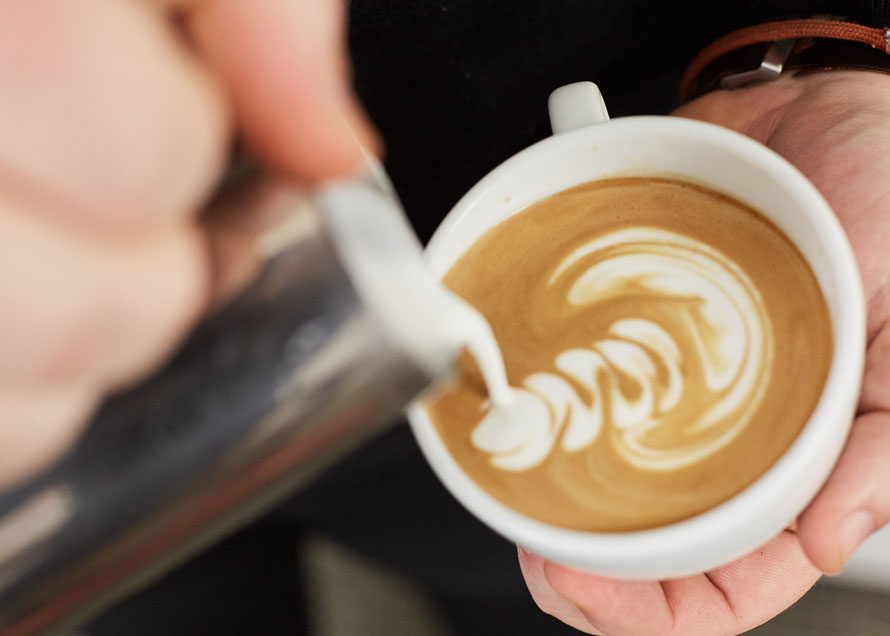 Off-center wiggle lines in latte art