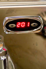 Temperature reading on an QM67 espresso machine.