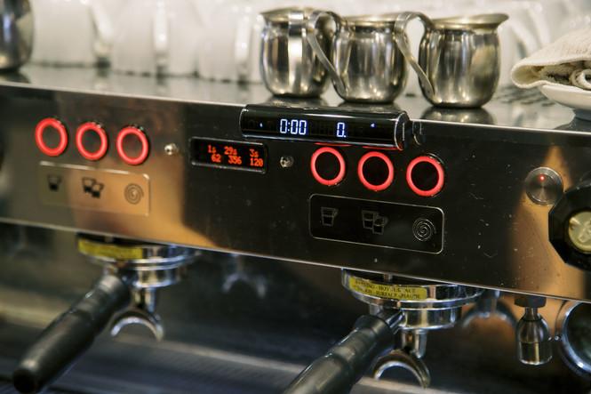 Hiroia Jimmy scale display on espresso machine