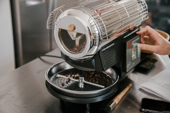 Roasting coffee beans with a Hottop KN-8828B-2K Home Coffee Roaster