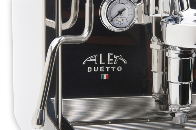 Close up of the logo on the Izzo Alex Duetto 4 Plus
