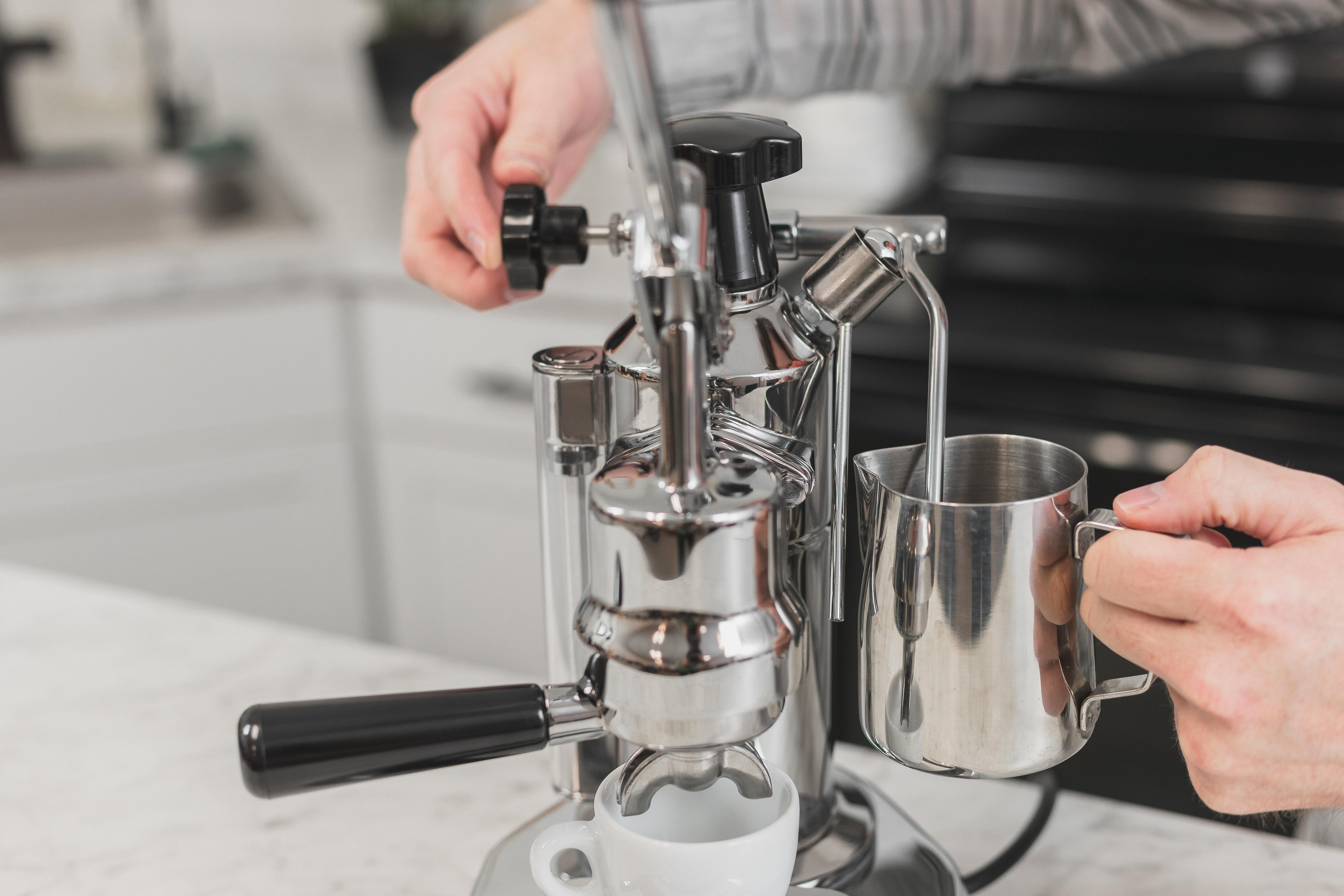 La Pavoni EPC-8 steaming milk