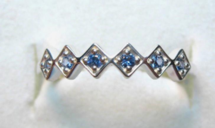 Montana Yogo Sapphire 6 Stone Round in Diamond Band Silver Ring