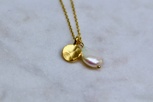 14K Yellow Gold Hammered Disc Pearl Necklace