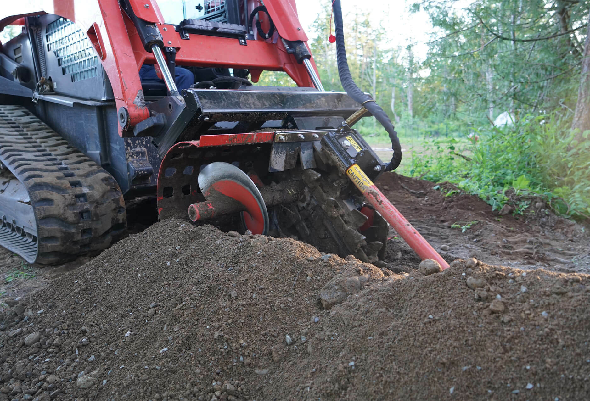 Discharge auger leaves the dirt conveniently to the side of the trench, making back-filling simple and easy.