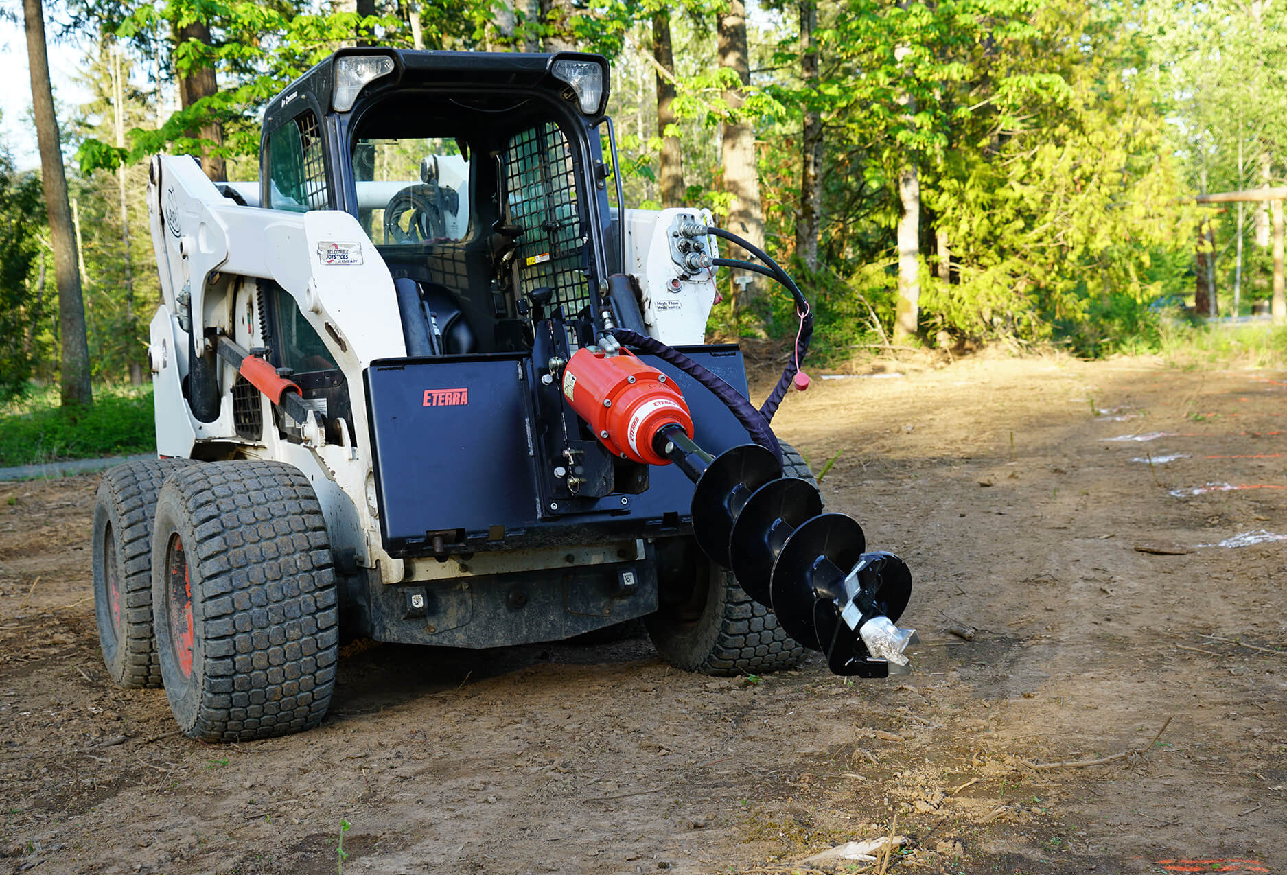 Skid steer auger drive eterra on bobcat