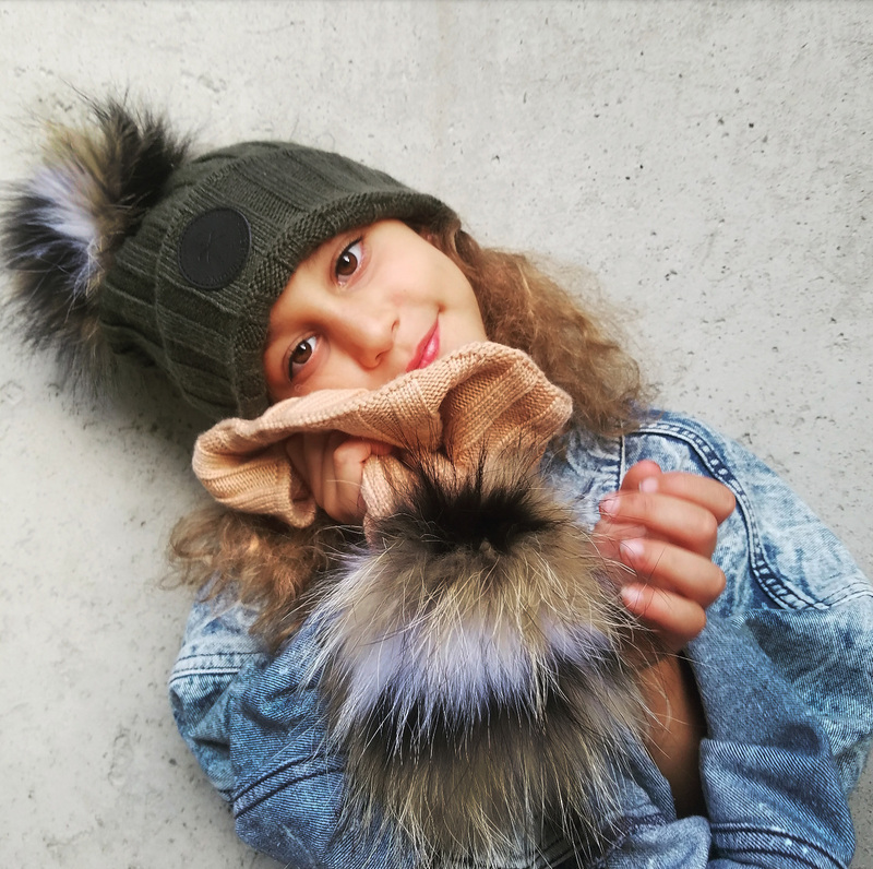 WARM EFFECT: The knit ribbed beanie hat is made of 30% soft Acrylic 70% Wool, Can make you feel warm and fashionable.keeps your head warm covering up the ears and keeps you cozy under the hat.