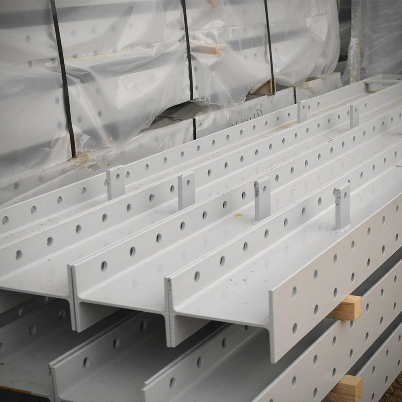 Cantilever racking stacked uprights