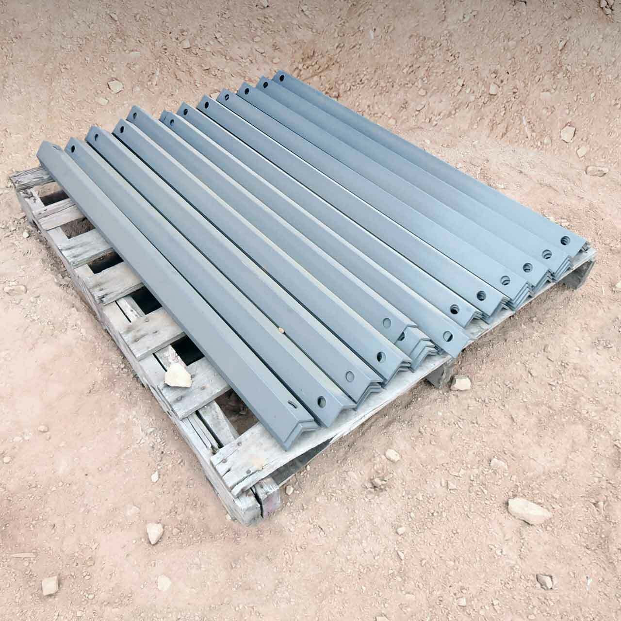 Horizontal bracing for cantilever racking