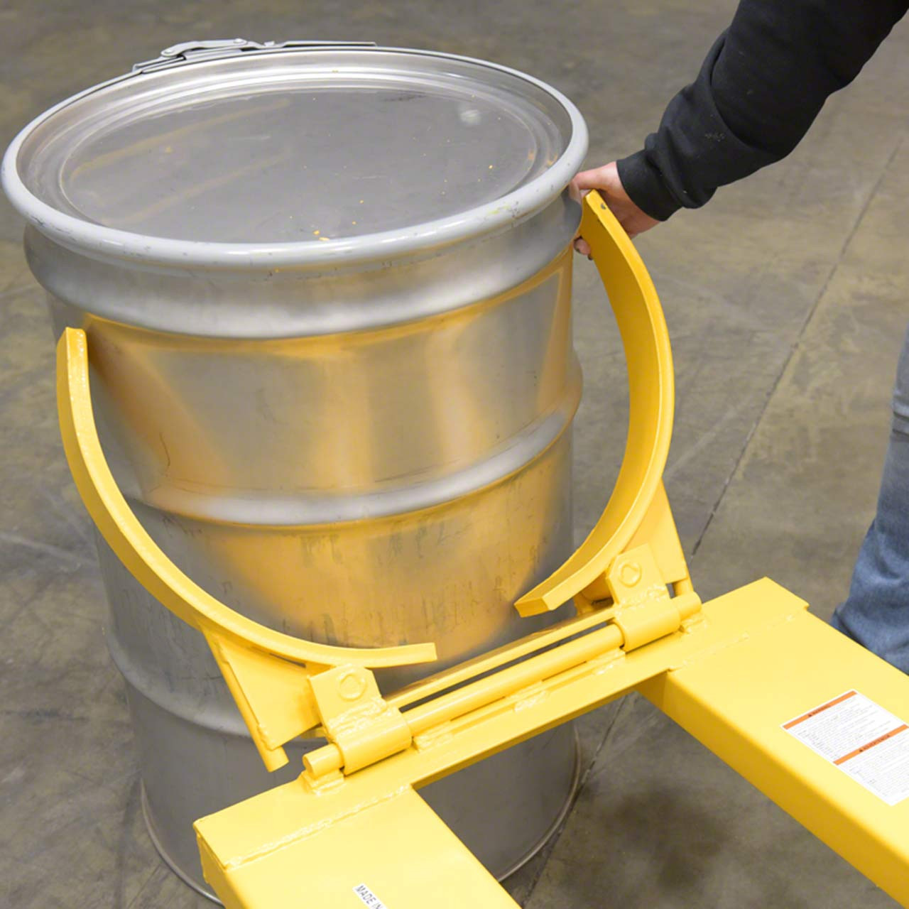 This drum lifter is suitable for 55 gallon drums