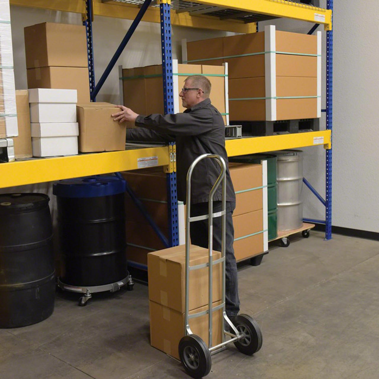 Steel P Handle Hand Truck with Hard Rubber Wheels With Stacked Boxes