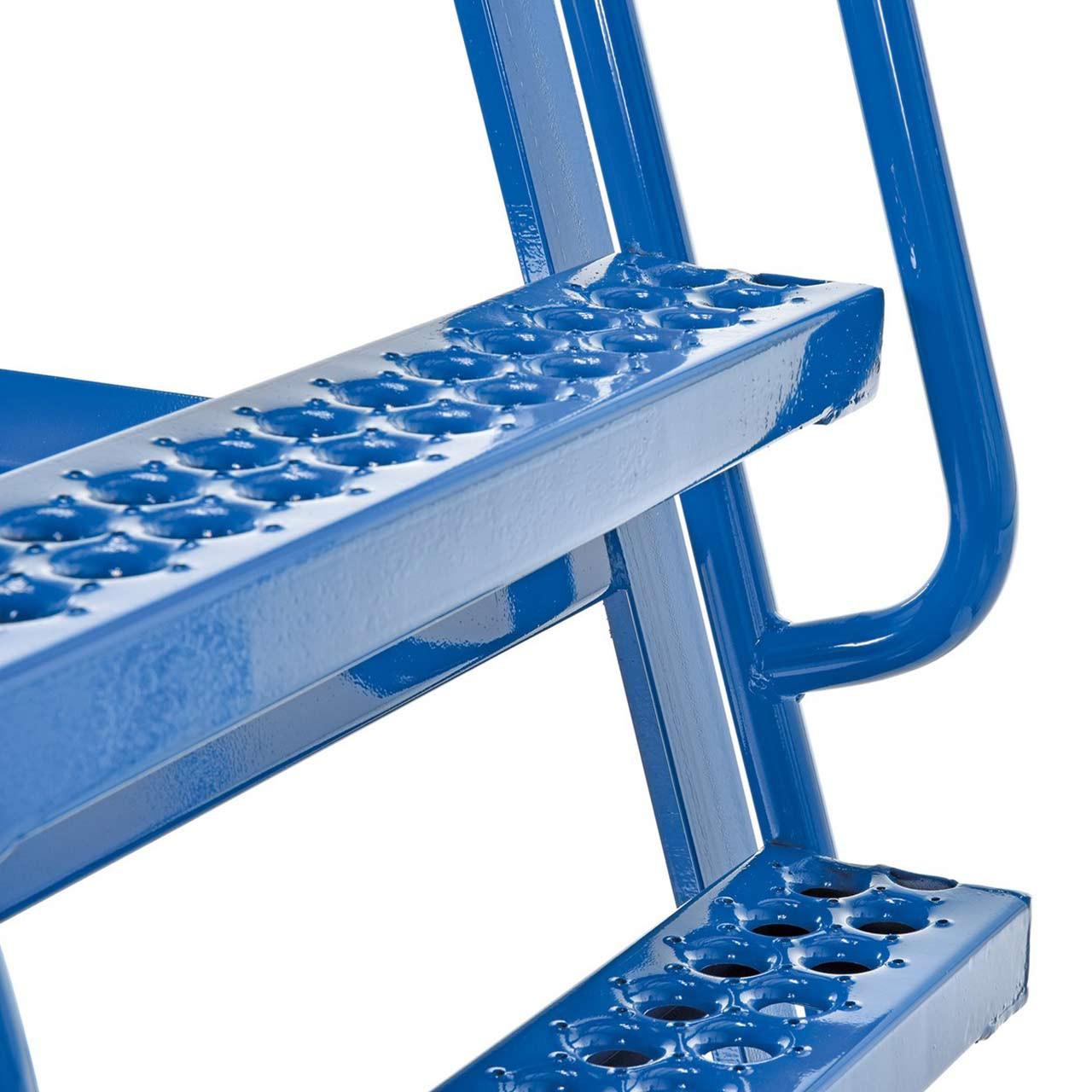Hi-Frame Stockpicker Cart Steps Close Up
