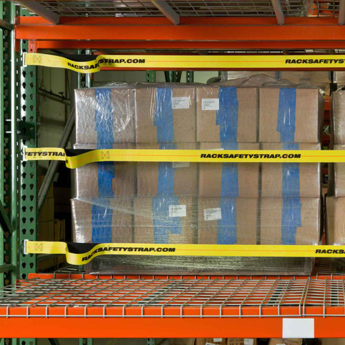 Pallet racking with three safety straps