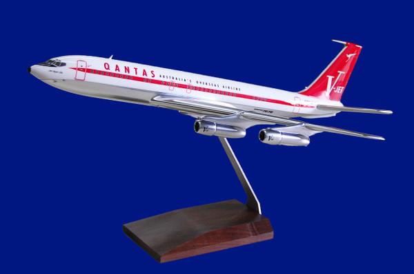 Qantas B707-138B