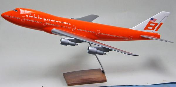 Braniff B747-100