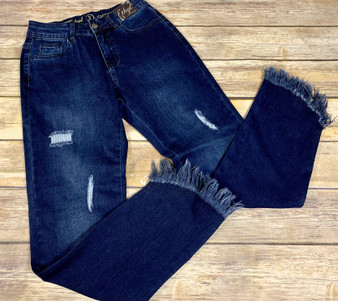 Jump in these Jeanz for comfort and style and fun.  These cute dark denim jeans from Ethyl not only look great but feel great too.  Skinny jeanz style adorned with distressed patches on the front and diagonal frayed hem on the legs.  5 pocket design