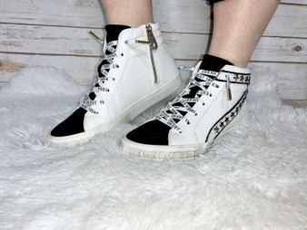 Silver Star Havanas Black and white high-tops with silver stars accessories.